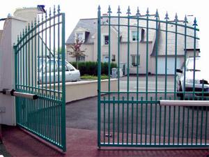 Automatismos para puertas abre y cierra tu puerta con for Como instalar un motor de puerta de garaje